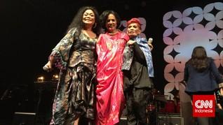 Kain Tradisional Beri Aura Muda pada The Ladies of Jazz