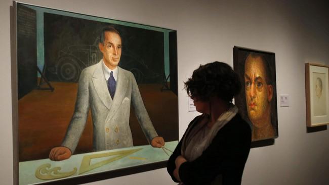 Sekalipun dikenal sebagai muralis, Diego Rivera juga melukis di atas kanvas menggunakan cat minyak. Salah satunya, lukisan Edsel B. Ford, putra tunggal Henry Ford dan mantan petinggi Ford Motor Company. (REUTERS/Rebecca Cook)