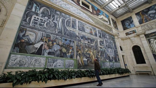 Detroit Industry, salah satu mural karya seniman berdarah Meksiko Diego Rivera pada era '30-an, dipamerkan di di DIA, Michigan (15/3-12/7). Suami seniman Frida Kahlo ini memang dikenal lewat karyanya yang berukuran raksasa. (REUTERS/Rebecca Cook)