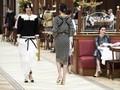 Gaya Model Cantik Kala Bersantap di Restoran Mewah Chanel