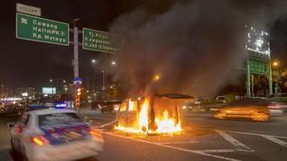 Truk Terbakar di Tol Wiyoto Wiyono Angkut 24 Kiloliter BBM