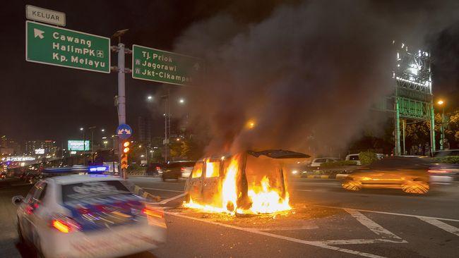 Cara Hindari Mobil Terbakar Neno Warisman