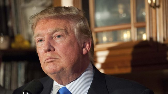 Wajah Donald Trump Dilukis Pakai Darah Haid