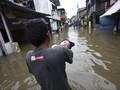 Jakarta Timur Banjir, Tanggul Kramat Jati Sengaja Dibuka
