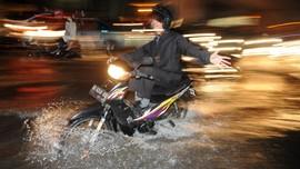 Hujan Deras, Stasiun Tawang Banjir Setinggi Mata Kaki