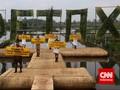 Greenpeace Gelar Fashion Show di Atas Limbah Tekstil