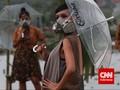 Fashion Show di Tengah Sawah yang Tercemar Limbah Tekstil