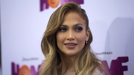Haru Jennifer Lopez Nyanyi bareng Anak di Konser Tur Pembuka