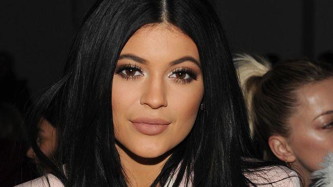 Kylie Jenner Akhirnya Buka Rahasia Soal Bibir Seksinya