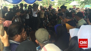 Ratusan Warga Memadati Area Pemakaman Olga Syahputra