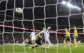 Kedatangan mereka dihadiahi kemenangan Inggris dengan skor 4-0, dengan gol pertama datang dari Wayne Rooney pada menit ke-6. (Reuters/Dylan Martinez)