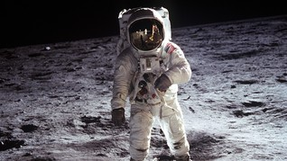 Trump Minta NASA Kembali Daratkan Astronaut di Bulan dan Mars