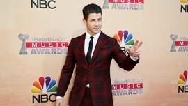 Nick Jonas Dinobatkan Jadi Pria Paling Modis 2018