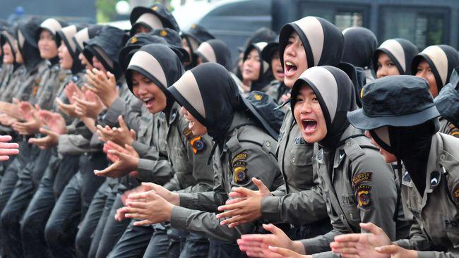 Polwan Berhijab Akan Bagikan Permen ke Demonstran 4 November
