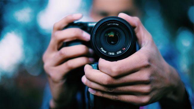 Bahaya Tas Kamera untuk Kesehatan Tulang