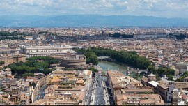 Vatikan, Kota Suci Penuh Romansa
