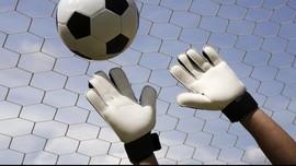 Rusak Titik Penalti, Kiper Tim Jerman 'Kena Batu'