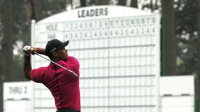 Woods tidak gentar. Ia terus menatap US Masters dengan positif dan berharap bahwa kemampuannya mencatatkan diri di peringkat 10 besar di 13 turnamen US Masters yang diikutinya (dari total 17) akan terus berlanjut. (Reuters/Bryan Snyder)