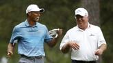 Lama tak bermain dan mendapatkan hasil buruk pada dua turnamen yang ia ikuti pada Januari lalu membuat Woods terlempar dari daftar 100 pegolf terbaik di dunia, yaitu ke posisi 104. (Reuters/Jim Young)