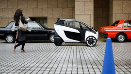 Pesona i-Road, Mobil Pintar Tiga Roda Toyota