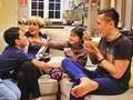Keluarga Arie Untung Harus Up to Date soal Makanan