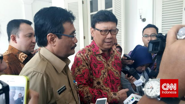 Pemprov Jakarta Musnahkan 11 Ribu Botol Miras di Monas