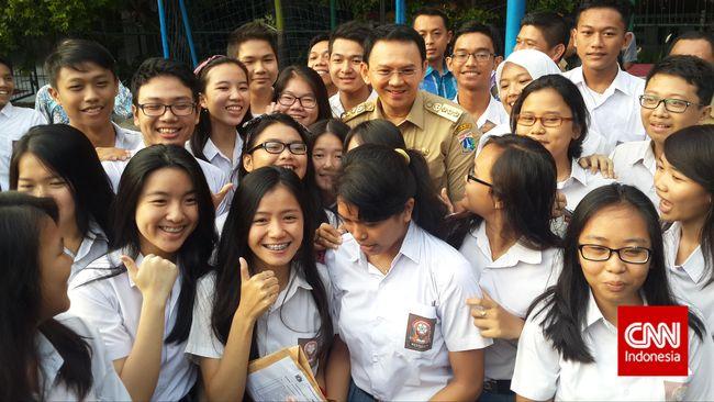 Ahok Titip Pesan Penting Di Depan Ratusan Siswa SMP