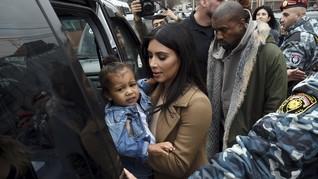 Mewahnya Pesawat Jet Pribadi Kim Kardashian dan Kanye West