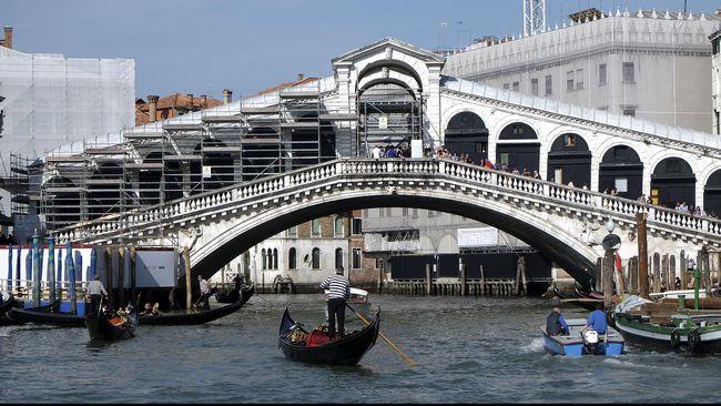Bikin Kopi di Pinggir Jalan, Backpacker Diusir dari Venesia