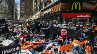 Buruh Restoran Cepat Saji di AS Tuntut Kenaikan Gaji
