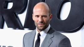 Jason Statham Tutup Mulut Soal Rencana Pernikahan