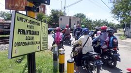 Seorang Perempuan Tewas Tersambar Kereta Api di Surabaya