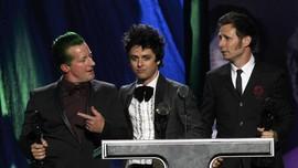 Green Day Menjual Instrumen Bekas Pakai Penuh Sejarah