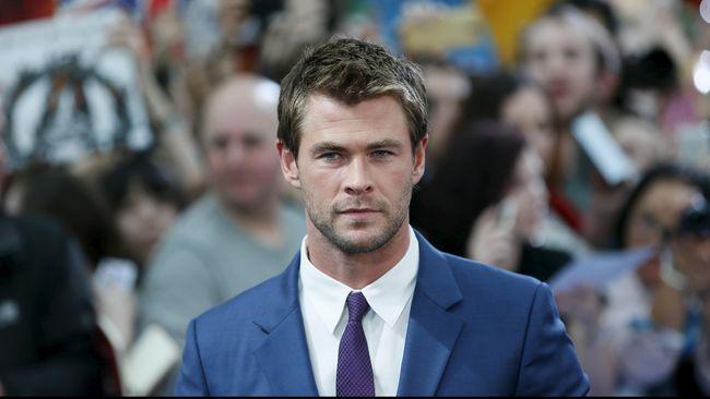 Chris Hemsworth Incar Peran James Bond