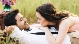 Pria Murah Senyum Lebih Menarik untuk Jadi Calon Suami