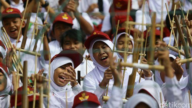 Semangat Generasi Muda Hidupkan Musik Tradisional