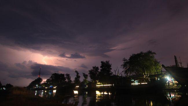 BMKG Ingatkan Hujan Petir di Jabodetabek Dua Hari ke Depan