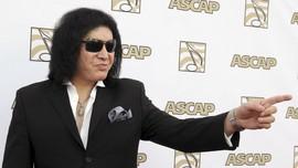 Gene Simmons 'KISS' Diboikot karena 'Menggila' di Stasiun TV