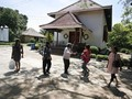 Kampung Tugu Bertahan di Tengah Kepungan Tronton