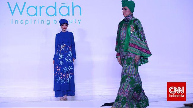 Melihat Baju Lebaran Karya Itang Yunasz Di Pasar Tanah Abang
