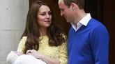 Raut wajah Pangeran William dan Kate Middleton memancarkan suka cita. Keduanya baru saja dikarunia bayi perempuan (2/5). Sebelumnya, calon pewaris takhta Inggris ini telah dikaruniai anak laki-laki, Pangeran George, yang akan genap berusia dua tahun pada 22 Juli mendatang.