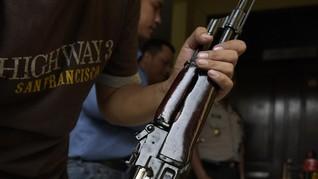 Eks Simpatisan OPM Serahkan Senjata dan Peluru ke TNI