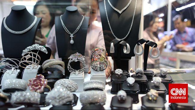 Enam Cara Mengejutkan Mengembalikan Kilau Perhiasan