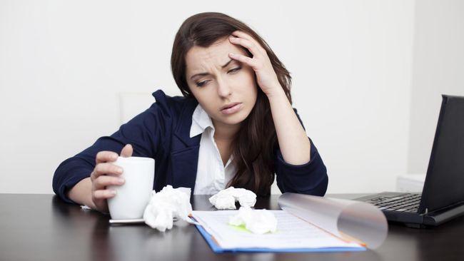 Alasan Karyawan Tetap Masuk Kerja Meski Sakit