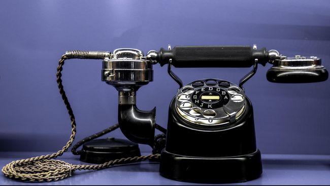 Trik Menggoda Pasangan Lewat Telepon 'Nakal'