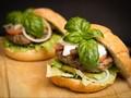 Tren Kuliner Unik, Alpukat Sebagai Pengganti Roti Burger