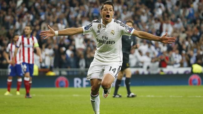 Javier Hernandez merayakan golnya ke gawang Atletico Madrid pada perempat final leg kedua Liga Champions 2014/15, 22 April 2015. Pada akhir musim Hernandez tak dilanjutkan kontrak pinjamannya oleh Madrid. Kini ia top skor bagi Bayer Leverkusen. (Reuters/Sergio Perez)
