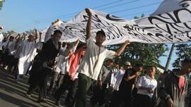 Massa Sambangi Polres Garut Laporkan Pembakar Bendera Tauhid