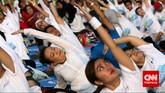 Yoga banyak digemari oleh kaum perempuan, terlihat dari kegiatan yoga massal di Monas, Jakarta Pusat yang mayoritas didominasi kaum perempuan.