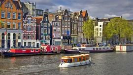 Bermain Ayunan Setinggi 100 Meter demi Lihat Amsterdam